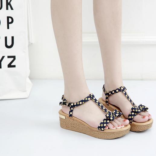 如果爱美的人夏季又不敢穿高跟鞋,那这几款最适合你了。